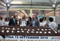 A Latina è Guinness World Records: profiterole da 430 chili (ANSA)