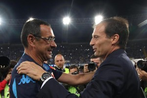Italian head coach of SSC Napoli Murizio Sarri (L) greets Italian head coach of FC Juventus Massimiliano Allegri during their Italian Serie A soccer match at San Paolo Stadium in Naples, 26 September 2015. ANSA/CESARE ABBATE (ANSA)