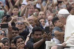 Pope Francis general audience - Pope Francis kisses a baby during traditional general audience in St. Peter Square, Vatican, 19 September 2018.. (ANSA)