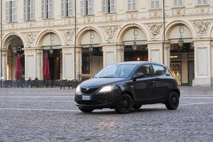 Lancia Ypsilon Black and Noir, la perfetta fashion city car (ANSA)