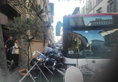 Incidente bus in via Scala a Firenze (ANSA)